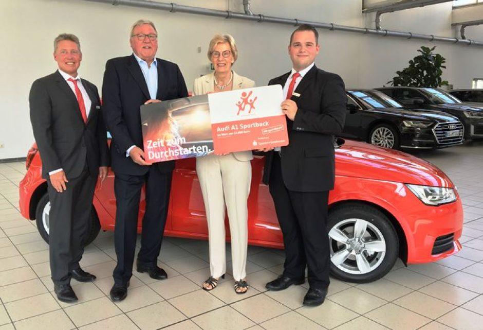 Helga Bullmann gewinnt Audi A1 Sportback in der Lotterie Sparen+Gewinnen