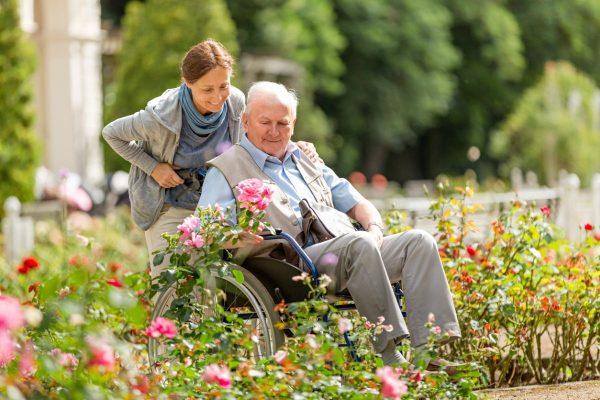 Pflege und Beruf: Wie lässt sich beides vereinbaren?